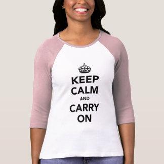 Mantenha a calma e continue o original camiseta