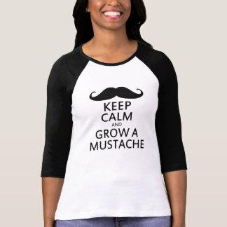 Mantenha a calma e cresça um bigode camiseta