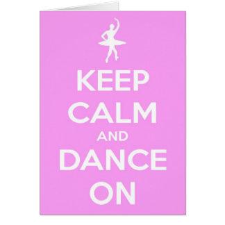 Mantenha a calma e dance no cartão cor-de-rosa