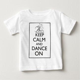 Mantenha a calma e dance sobre t-shirts