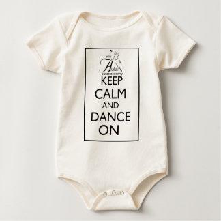 Mantenha a calma e dance sobre macacãozinho para bebê