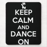 Mantenha a calma e dance sobre mouse pads