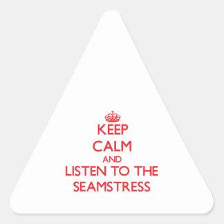 Mantenha a calma e escute a costureira adesivos em forma de triângulo