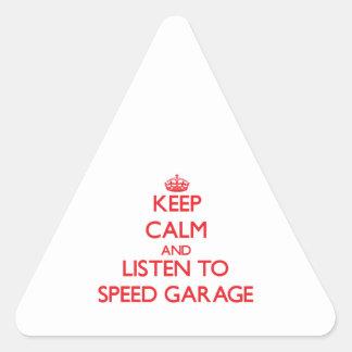 Mantenha a calma e escute a GARAGEM da VELOCIDADE Adesivo Em Forma De Triângulo