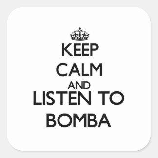 Mantenha a calma e escute BOMBA Adesivo Quadrado