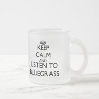 Mantenha a calma e escute o BLUEGRASS Caneca De Vidro Fosco