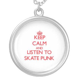 Mantenha a calma e escute o PUNK do SKATE Colar Personalizado