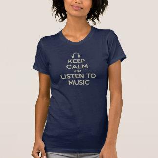 mantenha a calma e escute o tshirt da música camiseta