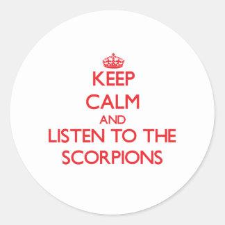 Mantenha a calma e escute os escorpião adesivos redondos