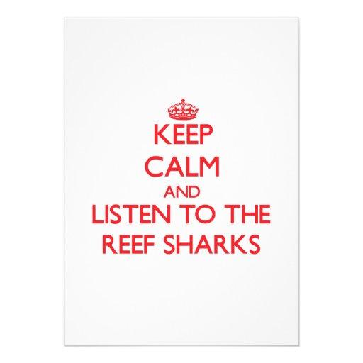 Mantenha a calma e escute os tubarões do recife convite personalizado