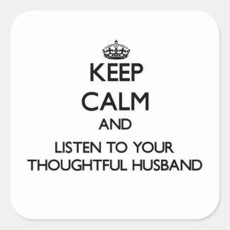 Mantenha a calma e escute seu marido pensativo adesivo em forma quadrada