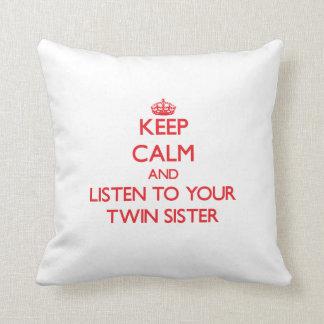 Mantenha a calma e escute sua irmã gêmea almofada