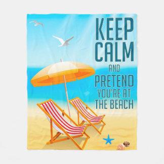 Mantenha a calma e finja-o estão na praia cobertor de velo