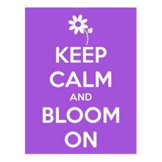 Mantenha a calma e floresça no roxo cartão postal