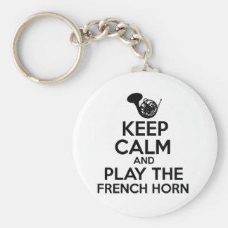 Mantenha a calma e jogue a trompa francesa chaveiro