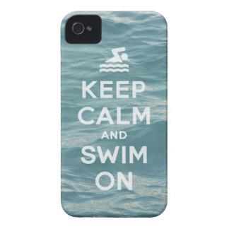 Mantenha a calma e nade no caso engraçado de capa para iPhone
