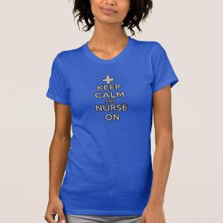 mantenha a calma e nutra-a em cuidados do hospital tshirts