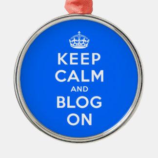 Mantenha a calma e o blogue sobre ornamento redondo cor prata