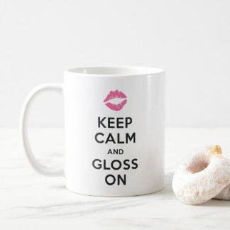 Mantenha a calma e o brilho sobre caneca de café