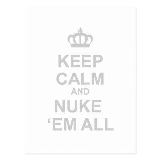 Mantenha a calma e o Em todos das armas nucleares Cartão Postal
