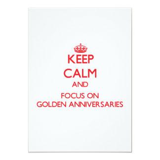 Mantenha a calma e o foco em aniversários dourados convites personalizado