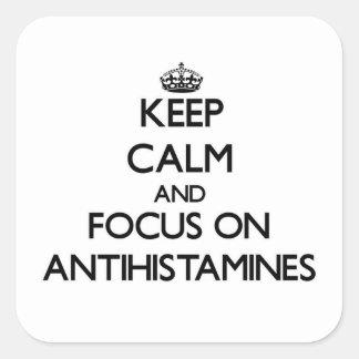 Mantenha a calma e o foco em antistamínicos adesivo em forma quadrada