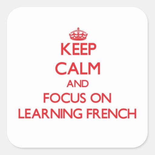 Mantenha a calma e o foco em aprender o francês adesivo em forma quadrada