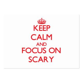 Mantenha a calma e o foco em assustador cartão de visita grande