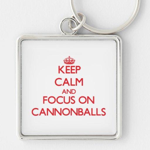 Mantenha a calma e o foco em balas de canhão chaveiro