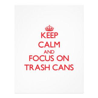 Mantenha a calma e o foco em baldes do lixo panfletos personalizado