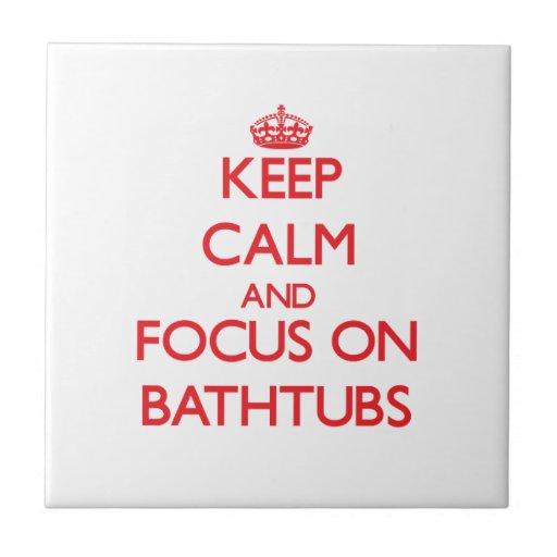 Mantenha a calma e o foco em banheiras azulejos