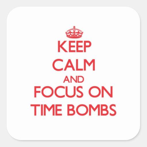 Mantenha a calma e o foco em bombas-relógio adesivo em forma quadrada