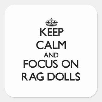 Mantenha a calma e o foco em bonecas de pano