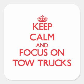 Mantenha a calma e o foco em caminhões de reboque adesivo quadrado