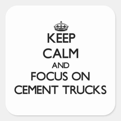 Mantenha a calma e o foco em caminhões do cimento adesivo quadrado