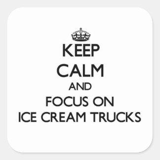 Mantenha a calma e o foco em caminhões do sorvete adesivo quadrado