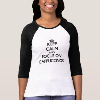 Mantenha a calma e o foco em Cappuccinos Tshirts