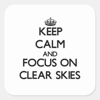 Mantenha a calma e o foco em céus claros adesivos quadrados