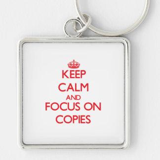 Mantenha a calma e o foco em cópias chaveiros