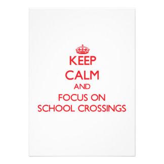 Mantenha a calma e o foco em cruzamentos de escola convites personalizados