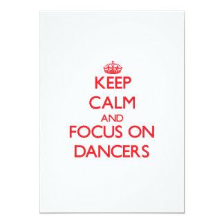 Mantenha a calma e o foco em dançarinos convite