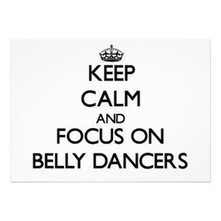 Mantenha a calma e o foco em dançarinos de barriga