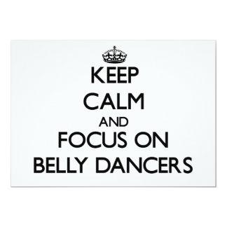 Mantenha a calma e o foco em dançarinos de barriga convite personalizado
