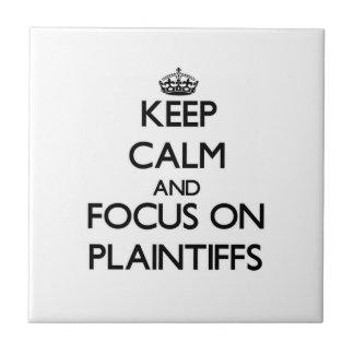 Mantenha a calma e o foco em demandantes azulejos