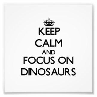 Mantenha a calma e o foco em dinossauros impressão de foto