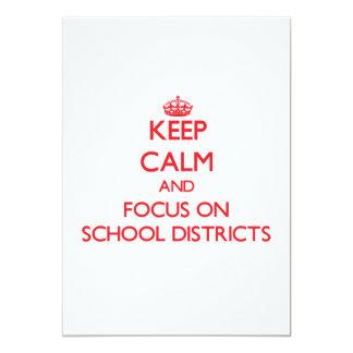 Mantenha a calma e o foco em distritos escolares convite personalizados
