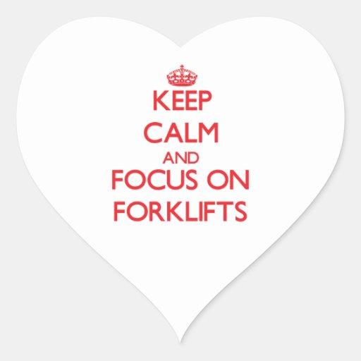 Mantenha a calma e o foco em empilhadeiras adesivos em forma de corações