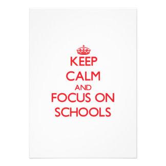 Mantenha a calma e o foco em escolas convites