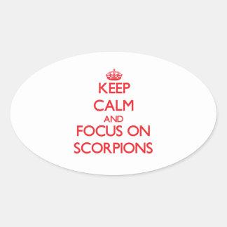 Mantenha a calma e o foco em escorpião adesivos em formato ovais
