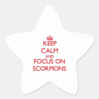 Mantenha a calma e o foco em escorpião adesivo em forma de estrela